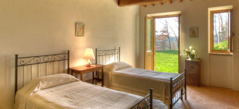 True-Umbria-Villa-Carina_Bedroom_01