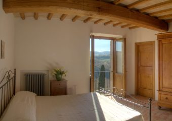 True-Umbria-Villa-Cipresso_Bedroom_01